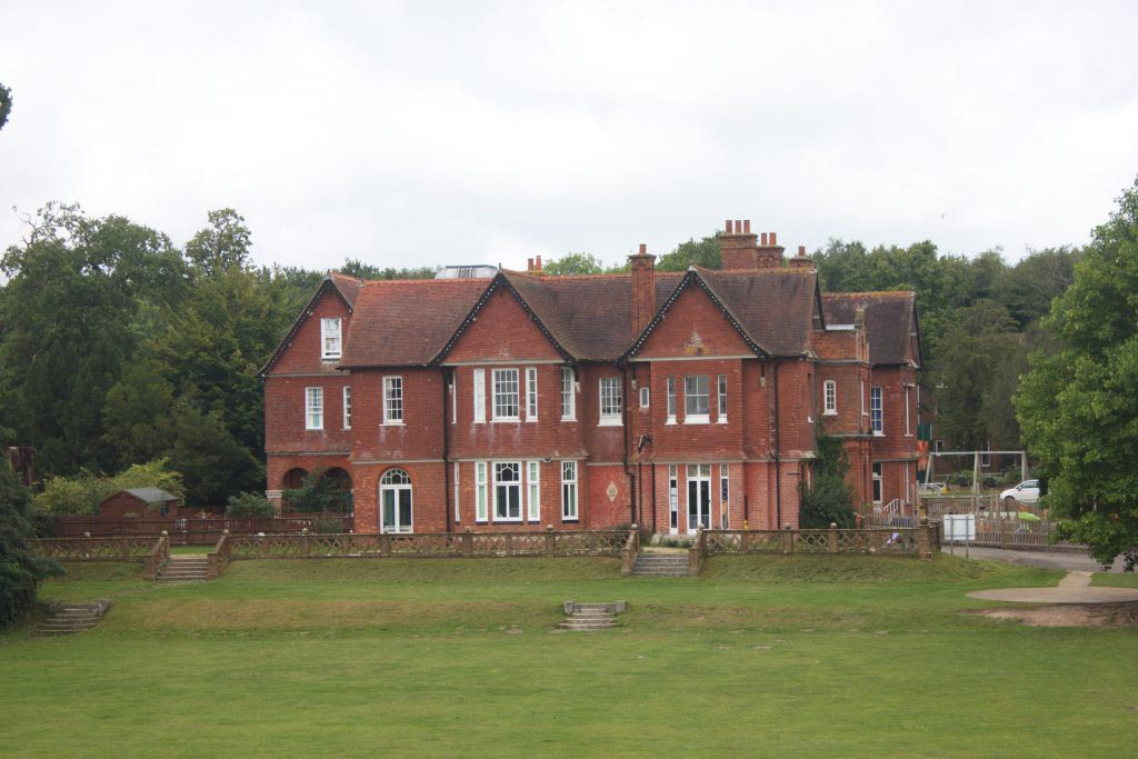 Fairthorne Manor