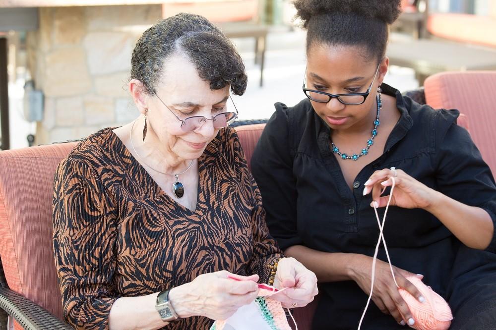 shutterstock_Volunteer Knitting